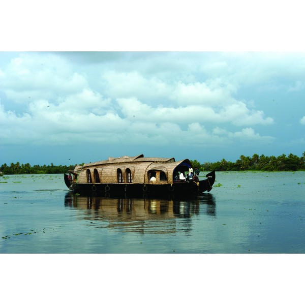 Tour the Hills and Backwaters of Kerala 4N/5D