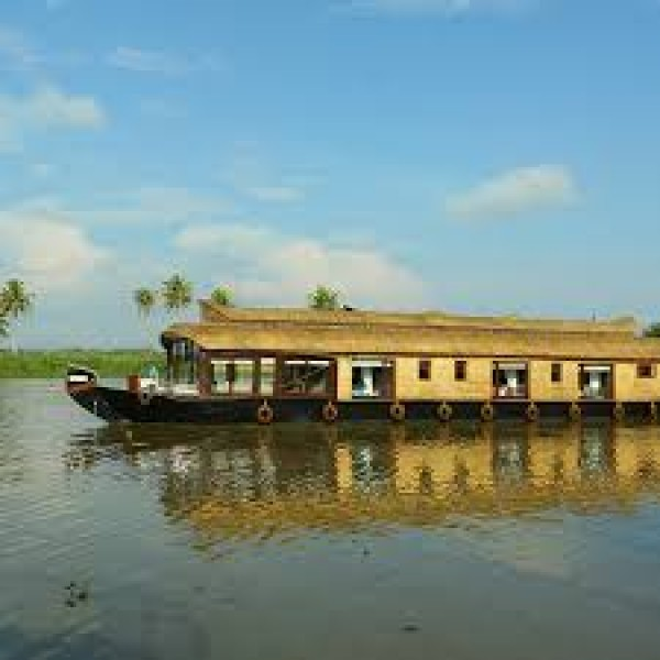 Backwater Houseboat Tour In Alleppey 1N/2D