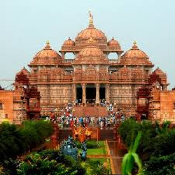 Spiritual Tour at the Akshardham Temple in New Delhi