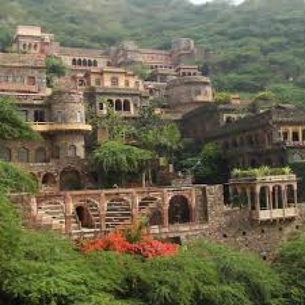Neemrana Weekend Tour 2N/3D
